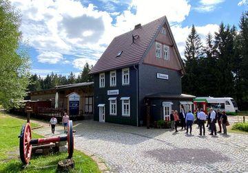Außenansicht des Bahnhof Rennsteig bei Schmiedefeld