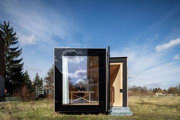 Blick auf Eingangsseite des Timber-Prototype-House