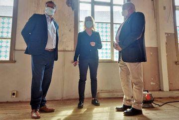 Susanna Karawanskij besichtigt die Alte Kanzlei in Bleicherode