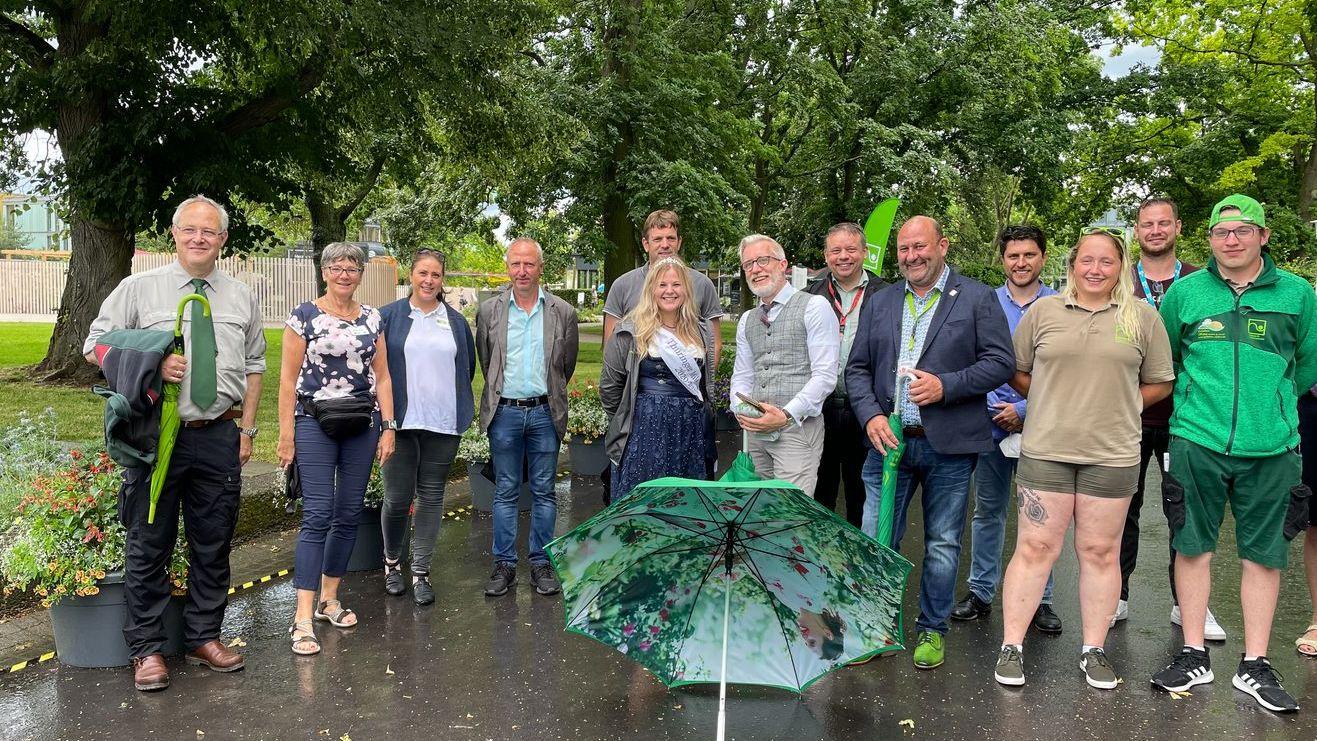 Landwirtschaftsminister Hoff mit jungen Fachkräften der Grünen Berufen und Mitgliedern der Berufverbände im egapark Erfurt