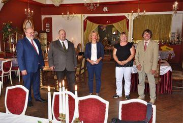 Staatssekretärin Karawanskij mit Vertreter:innen aus der Region