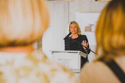 Ministerin Susanna Karawanskij bei Ihrem Grußwort