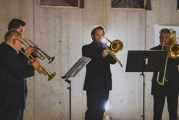 Blasmusiker beim Musizieren