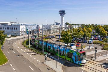 Flughafen Erfurt-Weimar mit Terminal und Tower
