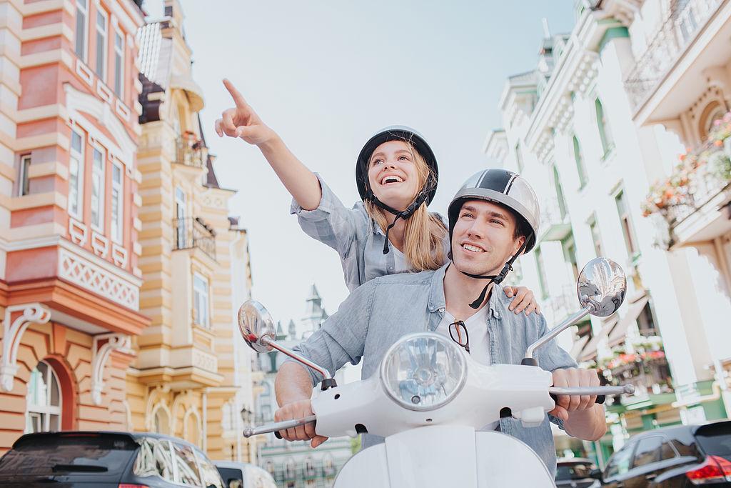 Teanager fahren Moped